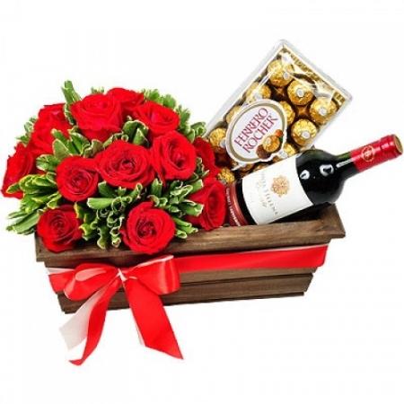 Flores com Chocolate e Vinho  (R$ 250,00)