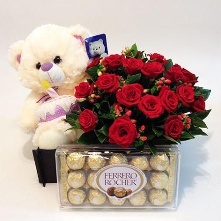 Urso de Pelúcia com Chocolate e Flores (R$ 180,00)