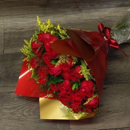Bouquet de Rosa Vermelhas Tradicional (R$130,00)